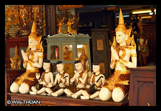handicrafts-at-chatuchak-market-in-bangkok