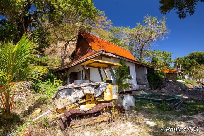 maiton-island-abandonned-villa-5
