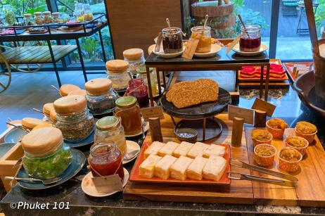 indigo-hotel-phuket-breakfast-buffer