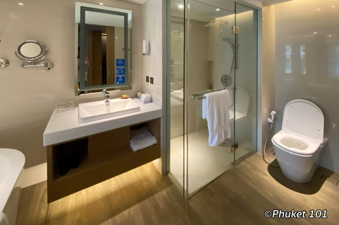 double-tree-by-hilton-patong-phuket-bedroom-1