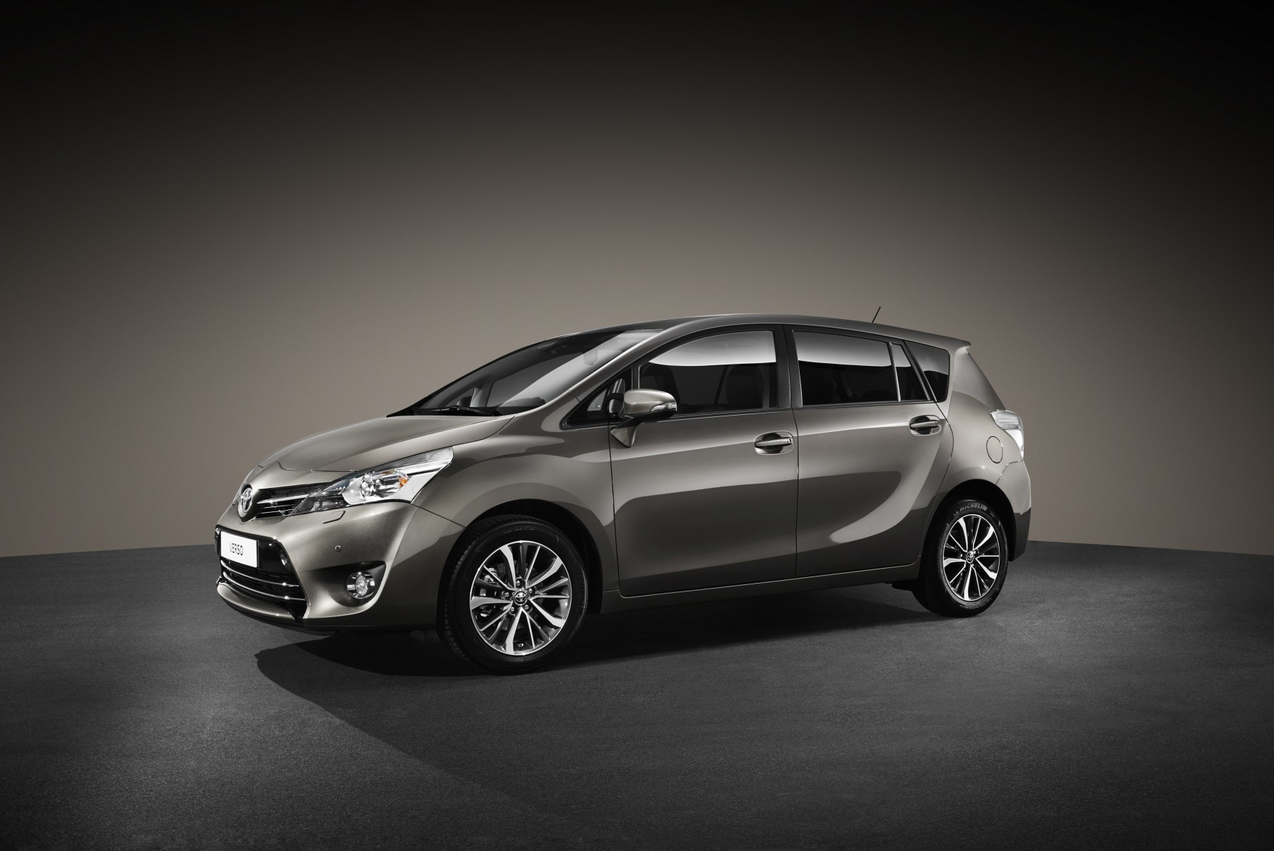 hight resolution of 2016 verso introduces toyota safety sense an upgraded interior newly designed alloys and a new body colour