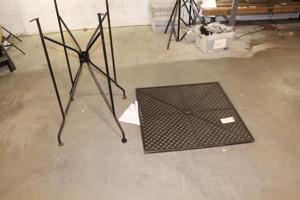 plantation pattern patio table