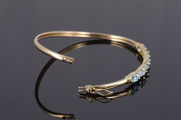 10k 1.92 Ctw Blue Topaz Diamond Starburst Bangle Yellow Gold Bracelet 6.75