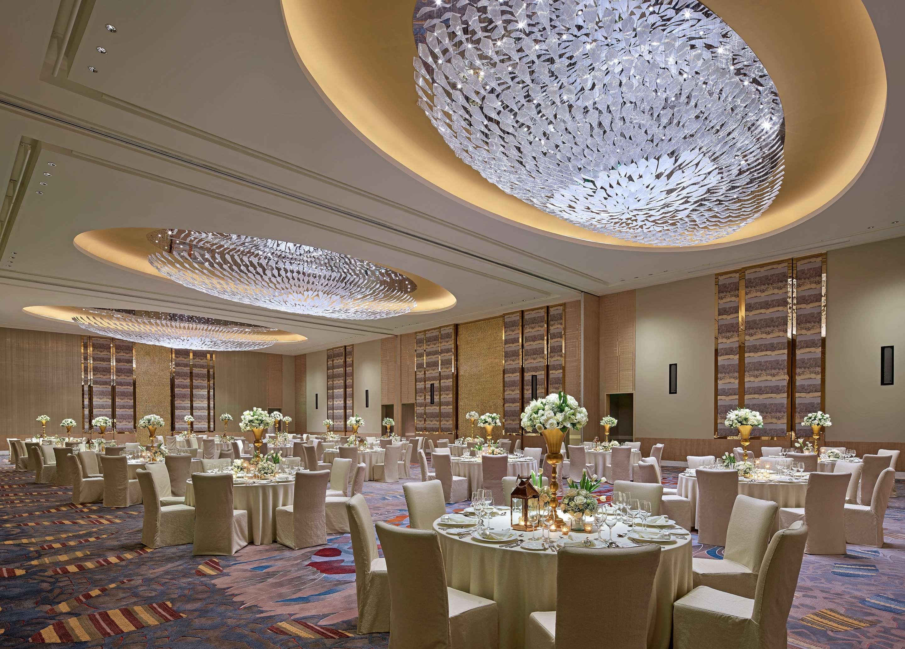 Shangri La At The Fort Manila 199 4 0 6 Taguig Hotel