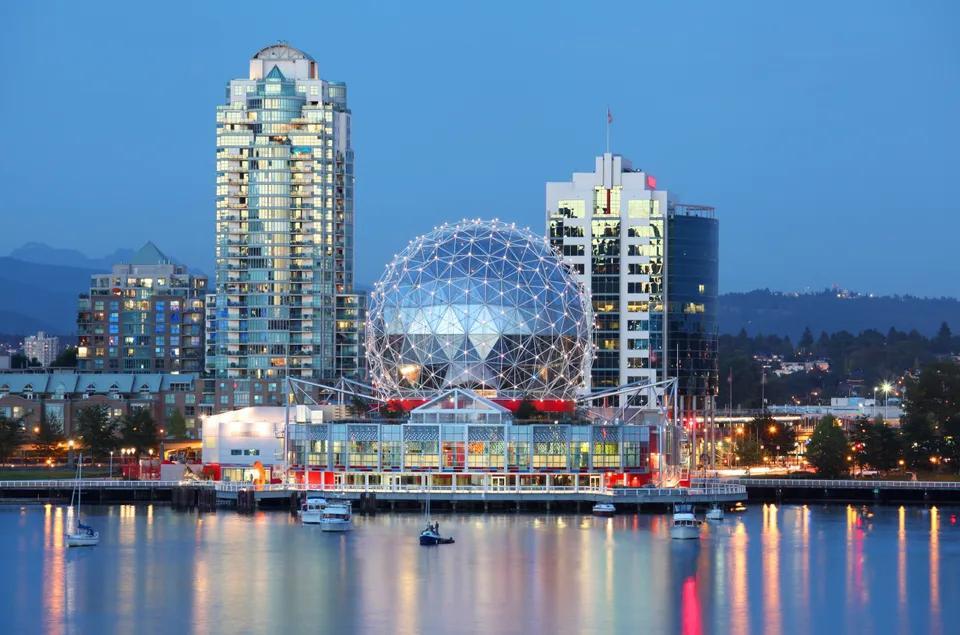 加拿大溫哥華自由行:溫哥華旅遊7大必去景點 (UBC天體海灘,世界最長吊橋...)