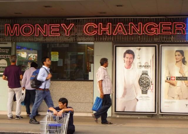 Money changer biasa ditemukan di daerah ramai wisatawan