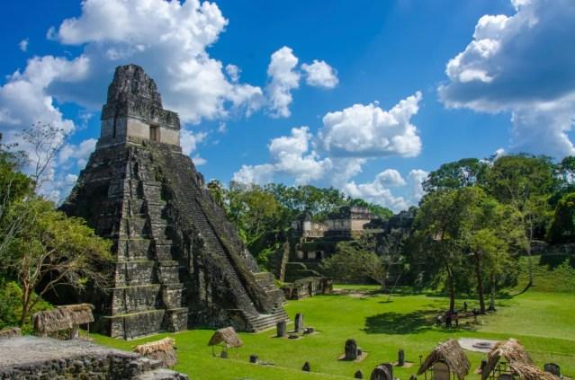 Tikal, um museu a céu aberto na Guatemala.