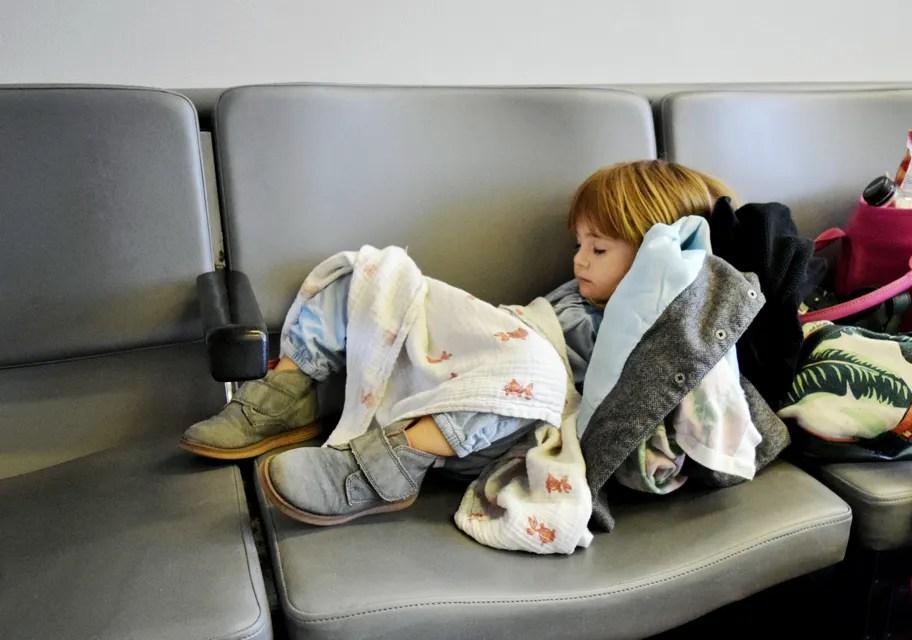機場過夜攻略 Skyscanner教你如何在機場睡一個好覺 - Skyscanner臺灣