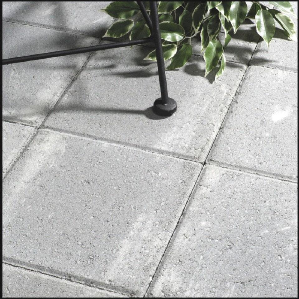 square 16 in l x 16 in w x 2 in h patio stone