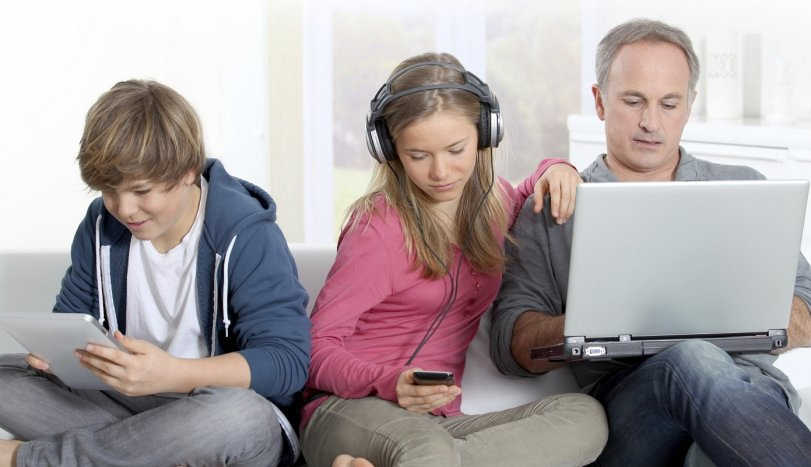 What is the Difference Between Parenting and Digital Parenting?