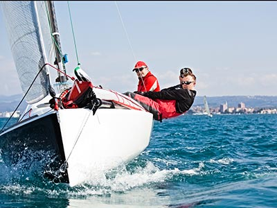 sailboat transport services compete