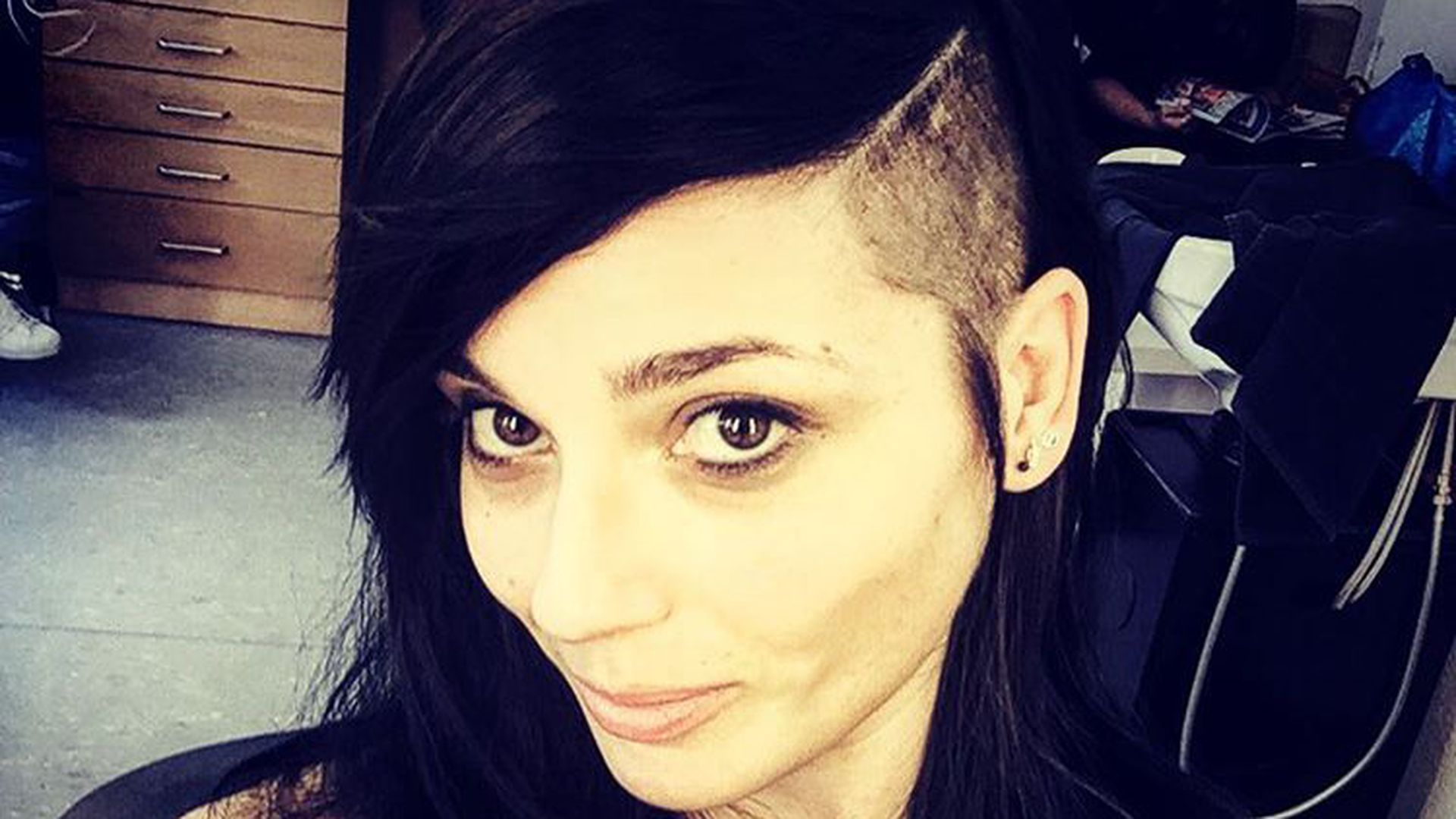 Neuer Punk Look GZSZ Anni Trägt Jetzt Sidecut! Promiflash De