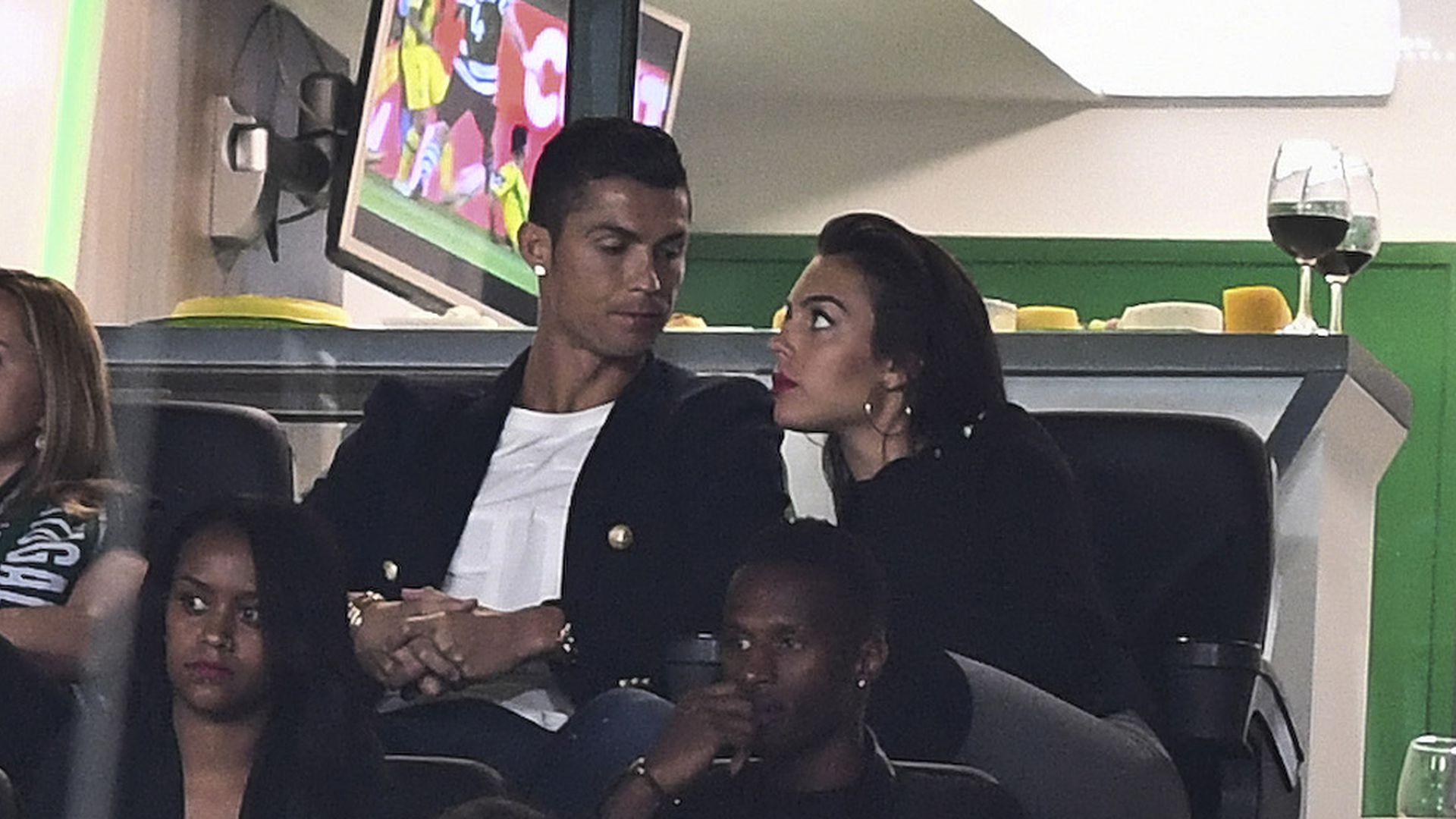 Verdchtiger Klunker Hat sich Cristiano Ronaldo verlobt