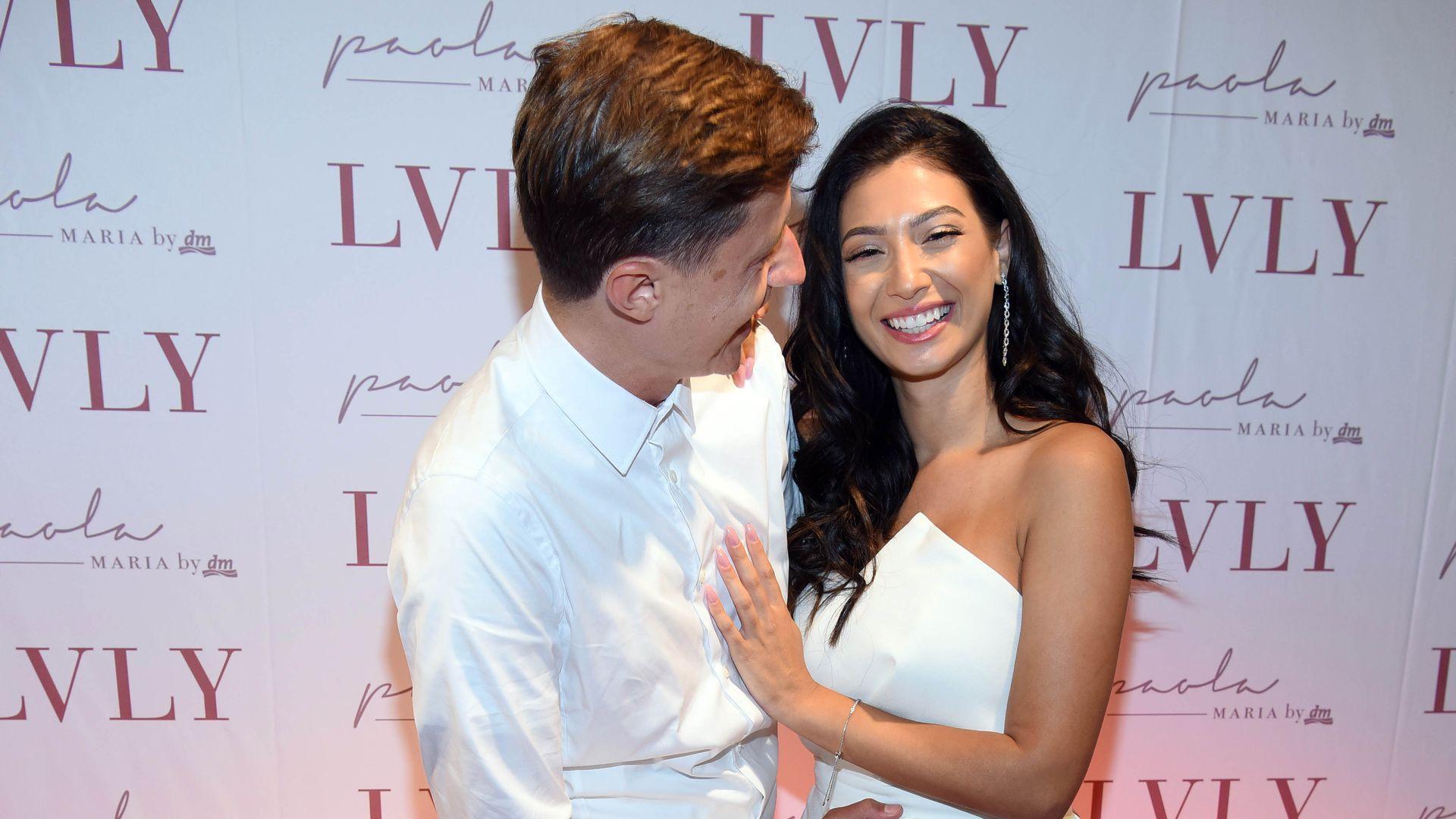 Wegen Schwangerschaft Paola Maria kann Ehering nicht tragen  Promiflashde