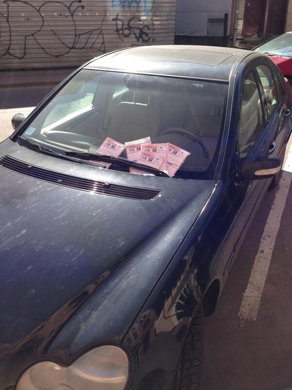 Viltotas soda kvītis uz drauga automašīnas.