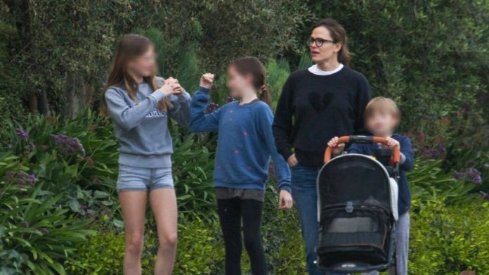 Jennifer Garner with her children Violet, Seraphina and Samuel