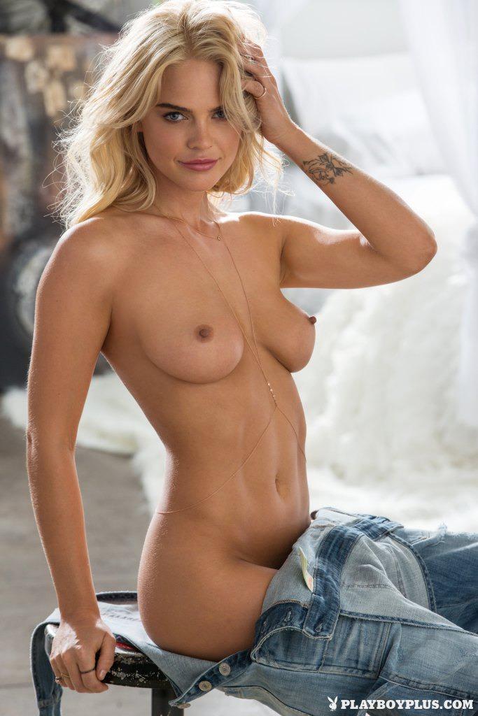 Gorgeous Rachel Harris  10