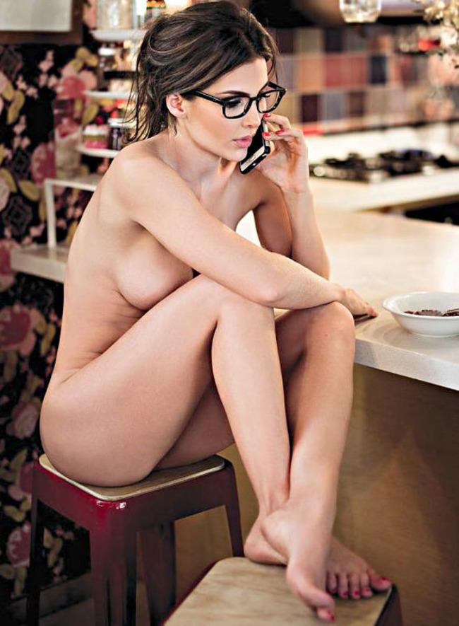Natalia Velez  Nude Pics 05