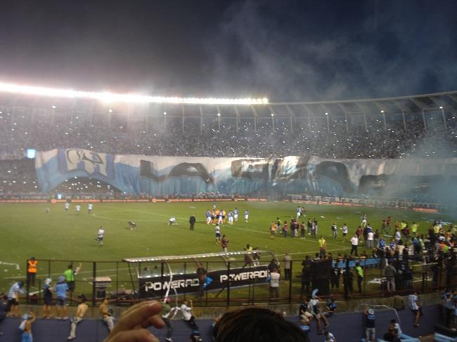 ...do time de Avellaneda na entrada em campo para o jogo contra o Godoy Cruz