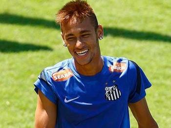 Neymar supera 'maratona' e treina pela manhã no Santos
