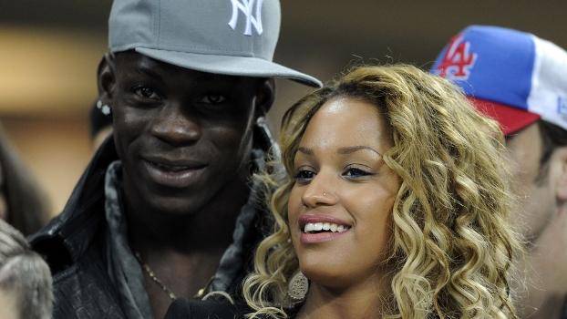 Balotelli e sua noiva, Fanny Neguesha: italiano aposta alto na desclassificação do Real Madrid