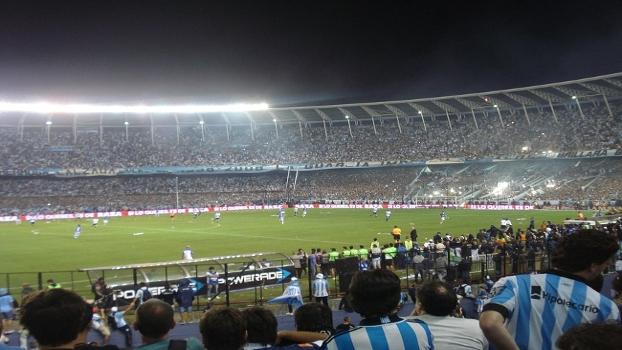 Tensão nos instantes finais do jogo no Cilindro de Avellaneda contra o Godoy Cruz