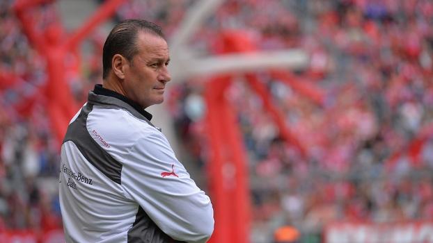 Huub Stevens ficou apenas dez jogos no comando do Stuttgart