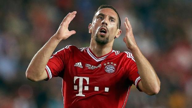 Ribéry se lamenta durante Bayern x Chelsea, na Supercopa