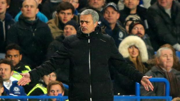 José Mourinho, técnico do Chelsea, defendeu o seu agora companheiro de profissão, Clarence Seedorf