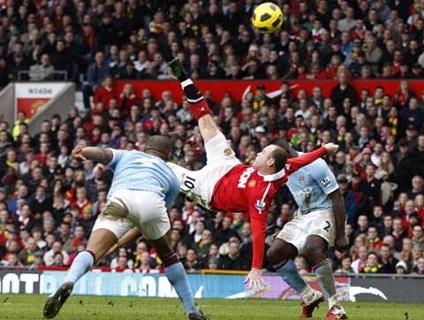 Rooney faz golaço de bicicleta em clássico contra City; Assista!
