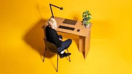 Home office portátil: mesa de papelão que se desmonta em três peças, da Stykka - Reprodução