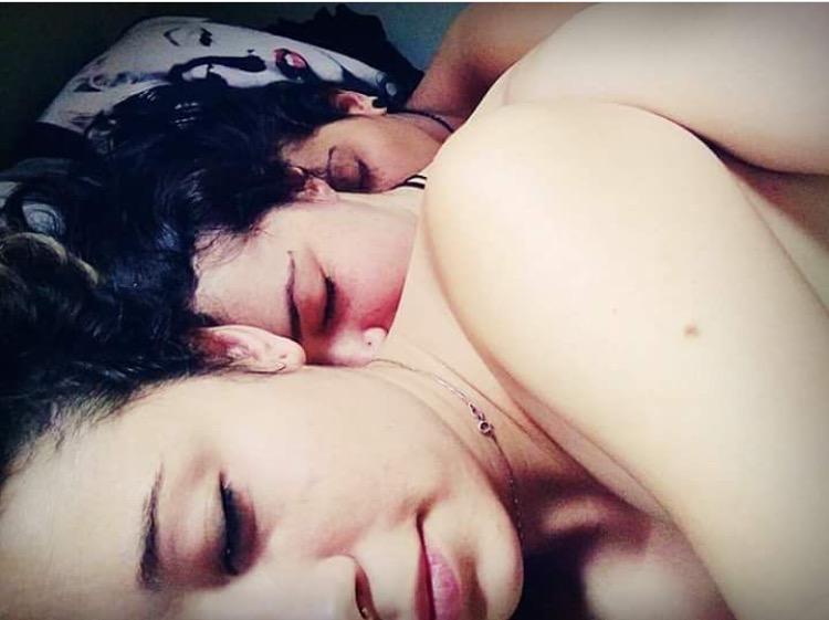 """3 - RELACIONAMENTO POLIAMOROSO: """"Durmo na mesma cama com a minha namorada e a nossa ex"""""""