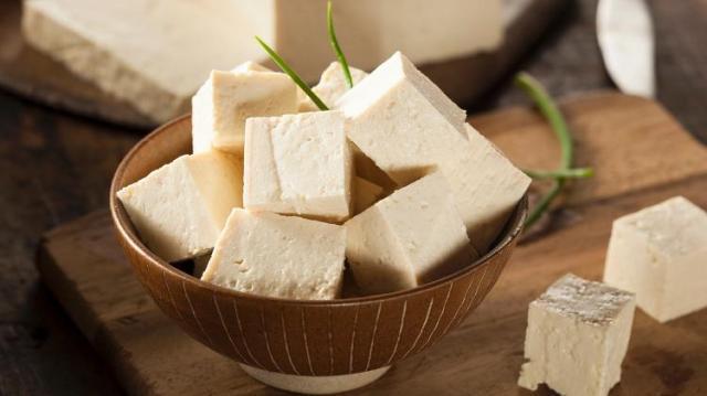 Rico em proteína e sem lactose: conheça os benefícios do tofu - iStock - iStock
