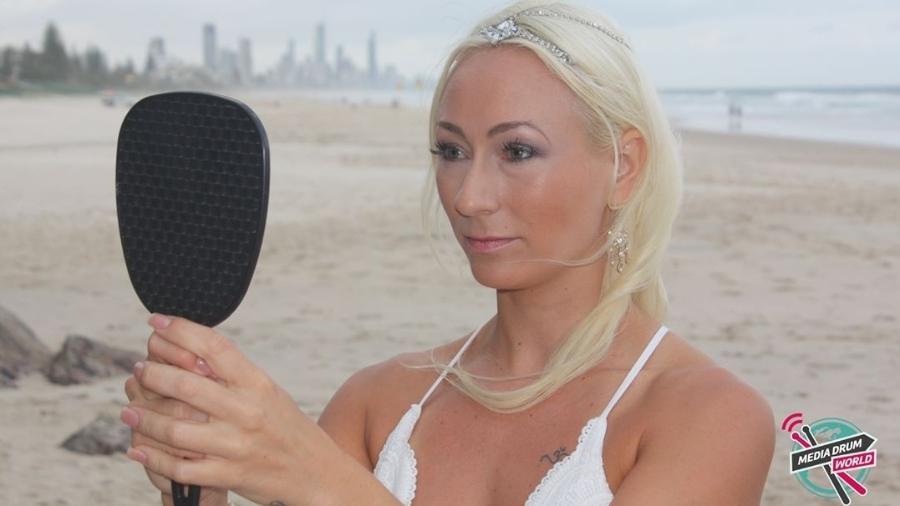 linda doktar 1533042517889 v2 900x506 - Australiana se casa com ela mesma e faz votos voltada para o espelho