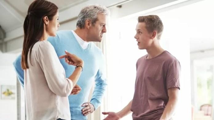 pais; adolescente; briga - iStock - iStock