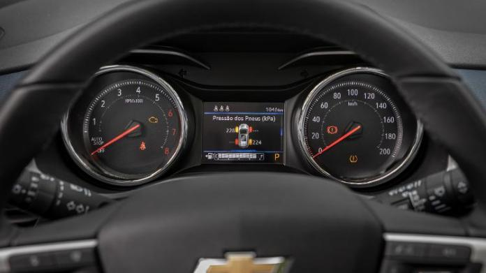 SUV's instrument panel is almost identical, but differentiates itself by bringing colorful on-board computer - Marcos Camargo / UOL