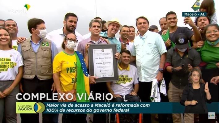 Placa recebida por Jair Bolsonaro em Maceió não é de honraria da Câmara - Reprodução