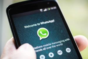 celular com whatsapp 1425083502662 300x200 - Inocente? 7 coisas que você faz na internet e podem levá-lo à Justiça