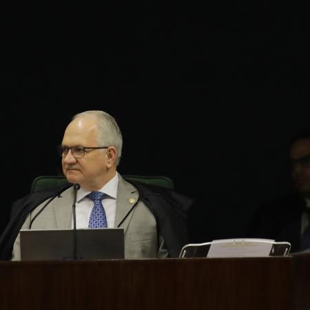 4dez2018   o ministro edson fachin esq do stf responde a um pedido do advogado cristiano zanin d de adiamento da votacao do habeas corpus impetrado pela defesa do ex  presidente luiz inacio lula da 1543949344668 v2 450x450 - Fachin rejeita recurso em que Lula questionava parcialidade de Moro
