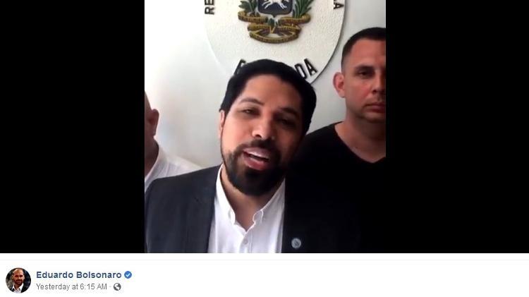 Silva transmitiu via Facebook após invasão de embaixada, e Eduardo Bolsonaro compartilhou - Reprodução/Facebook