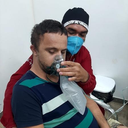 O abraço comoveu pacientes e funcionários do hospital de campanha na cidade de Caapiranga, no interior do Amazonas - Mirene Borges Da Silva - Mirene Borges Da Silva
