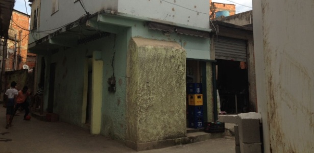 5jun2017   fachada de casa proxima a torre blindada no complexo do alemao na zona norte do rio de janeiro 1496967601574 615x300 - 'Bunkers caseiros': moradores das favelas mais violentas do Rio fortificam casas contra tiroteios