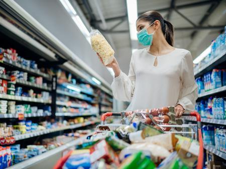 Em 2020, a inflação medida pelo IBGE acumula alta de 0,70%; nos últimos 12 meses, a variação é de 2,44% - Getty Images