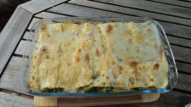 Lasaña de brócoli con salsa Roquefort