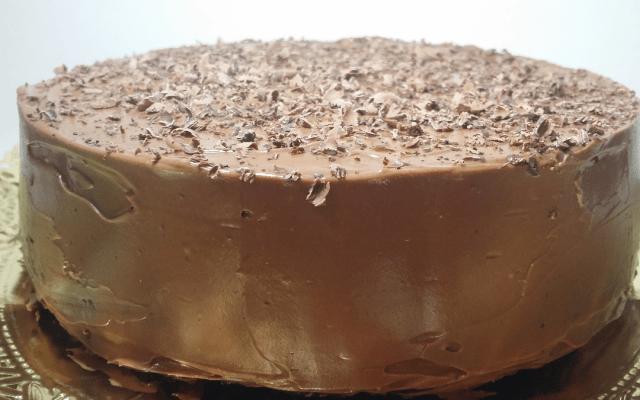 Pastel de chocolate e café vegano