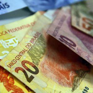 'Auxílio emergencial' de R$ 450 é aprovado durante a pandemia; veja quem recebe