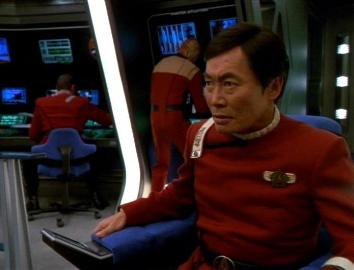 Flashback-captain-hikaru-sulu-11607367-696-530
