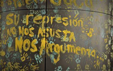 Las autoridades universitarias han respondido con represión toda medida de protesta por parte de estudiantes. Los estudiantes protestan cerrando la universidad.