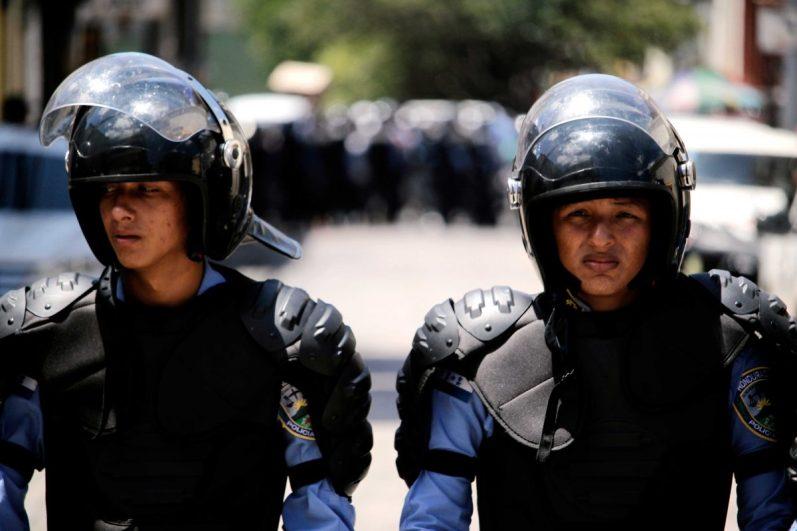 policías-represión-3
