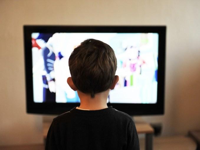enfant devant un ecran